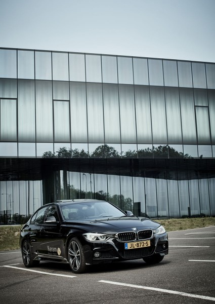 BMW 330e past perfect in groene golf